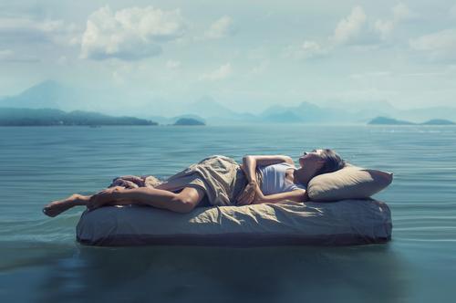 睡眠不足は腸内環境悪化のもと!便秘解消にも効くヨガで気分もお腹もスッキリ!