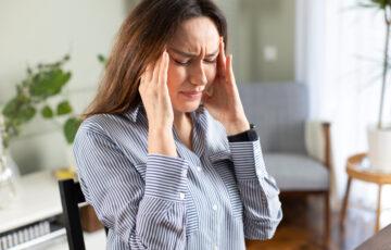 偏頭痛と自律神経の関係とは?頭痛を和らげるツボや対処法を紹介!